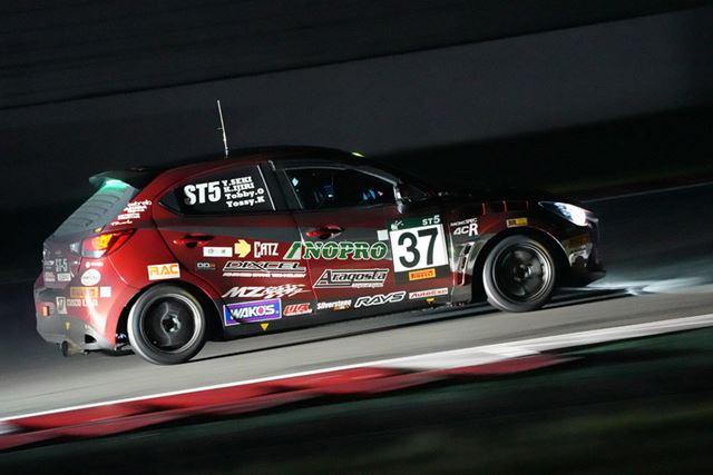 スーパー耐久富士SUPER TEC24時間レースのナイトレースを撮影、ISO51200、1/15秒