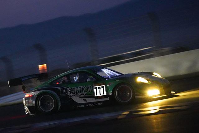 スーパー耐久富士SUPER TEC24時間レースのナイトレースを撮影、ISO102400、1/125秒