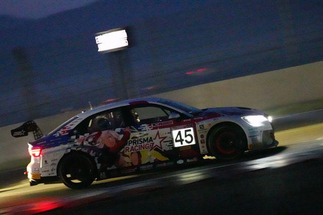 スーパー耐久富士SUPER TEC24時間レースのナイトレースを撮影、ISO160000、1/125秒
