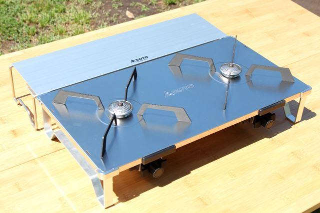 また、別売の「GRID テーブル ST-526T」を一緒に使うと、調味料や食器などが置けるので便利です