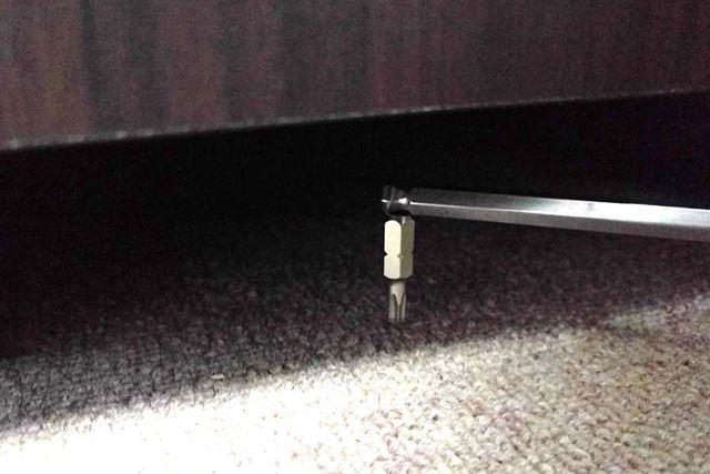 狭いところに落ちてしまった金属製のネジや部品を拾い上げるのにも活躍!