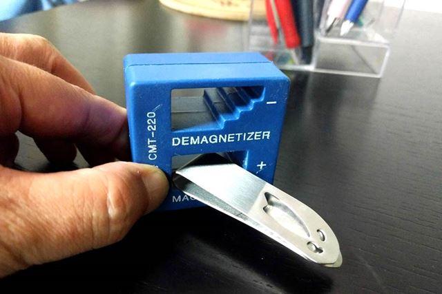 使わなくなった金属製のマネークリップを磁石化!