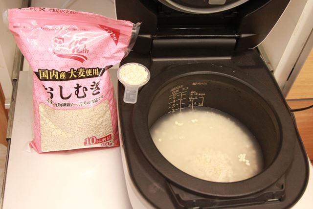 「もち麦」と同じく、「押し麦」を1割入れて「押し麦」メニューで炊いてみます