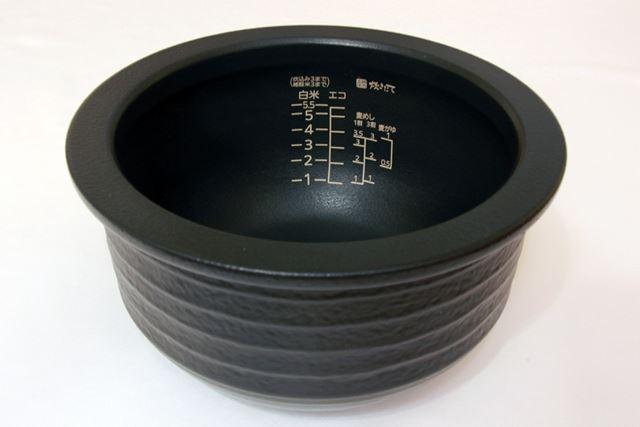 こちらが「プレミアム本土鍋」。重量感があります