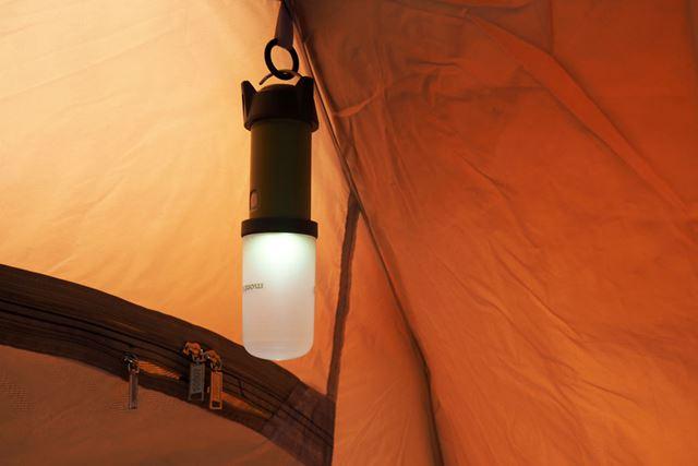 天井部には、ランタンを引っかけられるフックも用意