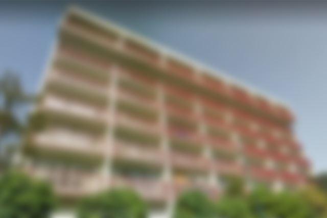 伊豆半島にある築40年ほどのマンション。温泉大浴場など豪華な設備があり、物件価格はおよそ60平方メートルの一室で約100万円。ただし、維持費は年50万円ほど必要。画像は一部加工