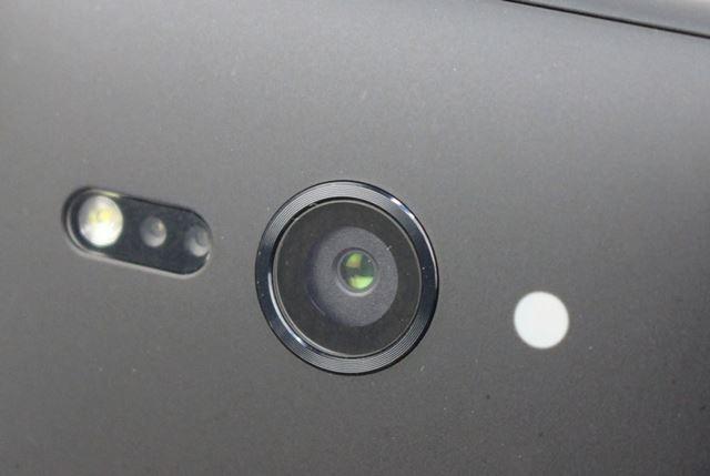 リアにあるメインカメラは前モデル「Xperia XZ1 Compact」や兄弟モデルである「Xperia XZ2」と共通している