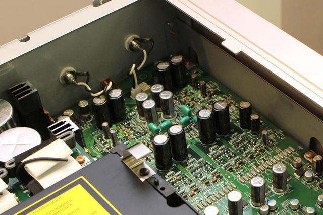 DAC以降のアナログステージは、フルディスクリート構成のオーディオ回路としている
