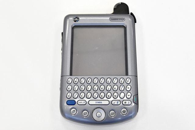 こちらもプロトタイプの「TUNGSTEN i710」。通信機能を備え、キーボードも搭載した