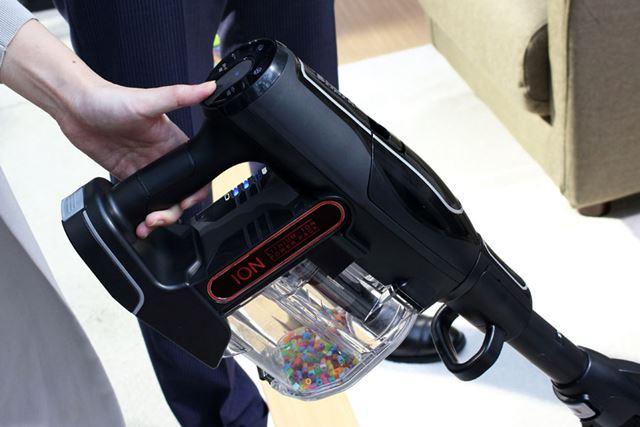 操作部はハンドルの上にあり、片手で切り替え可能。この配置と大きなボタンは操作しやすかったです