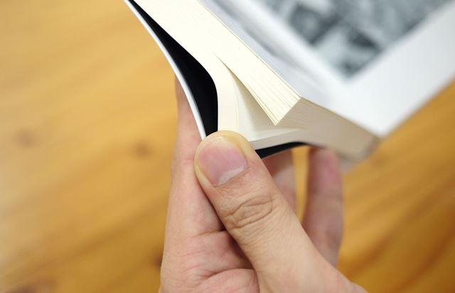 紙を使って実際のマンガのような手触りを再現しているのが面白いですね