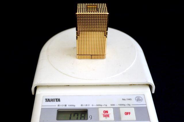 超合金魂の魅力はその重量感。変形前のライター形態でなんと178g!