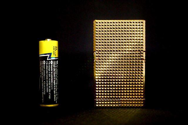変形前は単3形乾電池とほぼ同じ高さです