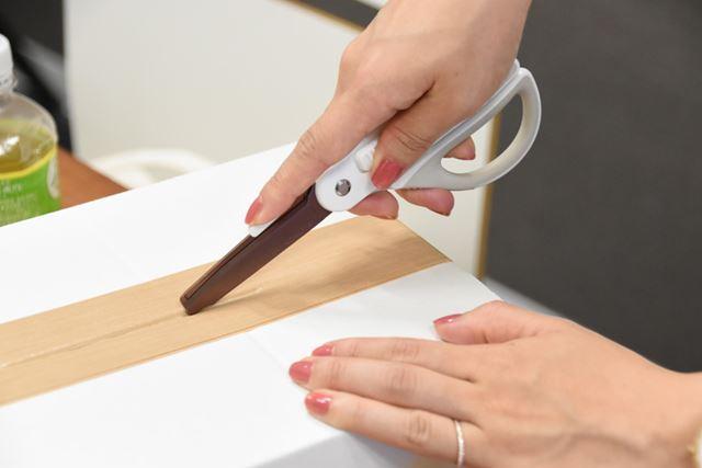1mmほどの刃でも、テープを切るだけなら必要十分