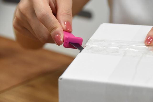 段差があるため、短い刃では切りにくい側面のテープもサクサク切れる