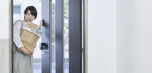 ハンズフリー解錠は、荷物が多いときなど、鍵やスマホを取り出さずに済む便利な機能だ