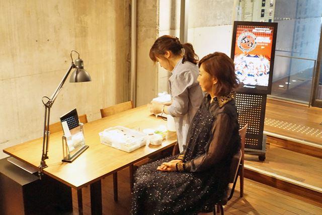 ショールーム奥では、カスタムイヤモニを作る際に使用する耳型の採取も行えます