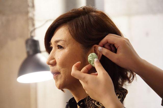 ゲストの高橋洋子さんも耳型を採取