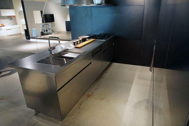 見栄え、そして作業効率にも関わるキッチン幅は2700mm。もちろんほかの幅も選択可能です