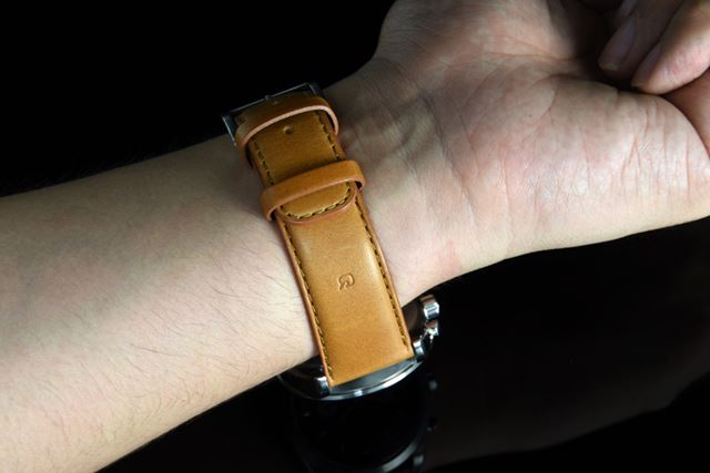 「wena wrist leather」(WC-20E0NT)に「Chronograph Solar Silver -beams edition-」をセット
