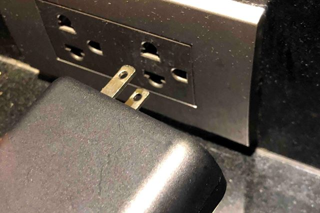 そのため、高電圧対応なら変換プラグなしでもそのまま差し込めます