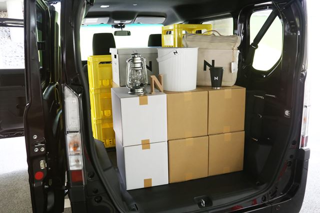 ホンダ「N-VAN」の最大積載容量は350kg、段ボール箱で71個積載することができる