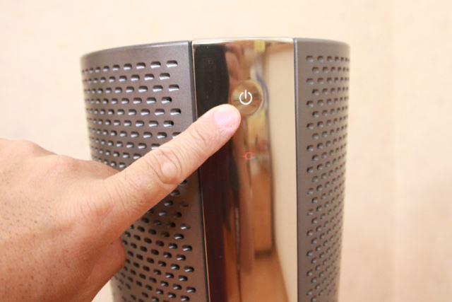 本体に搭載してある唯一のボタンがオン/オフ。タッチセンサーなので、ちょっと触れるだけで作動します