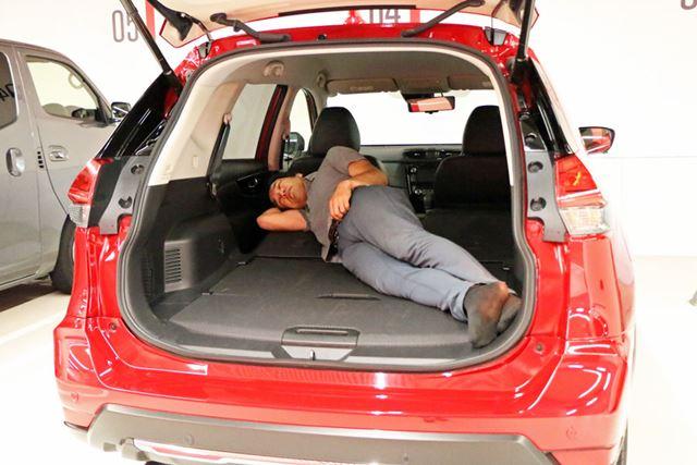 やや傾斜がついているので、車体に対してななめに寝転ばなければならなかったが不満は感じない