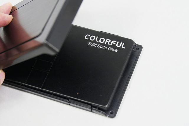 「SL500 256G (MLC + DDR)」をケース「OWL-EGP25U3V3-BK」に入れれば準備完了