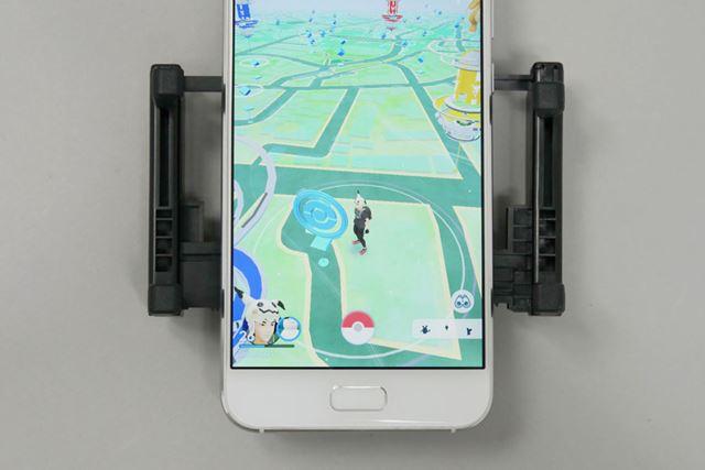 アームの開閉幅は最大100mm。これなら大型スマートフォンでも十分対応できます