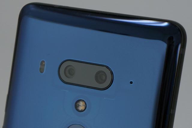 メインカメラは広角レンズと標準レンズという、画角の異なる2個のカメラを組み合わせている