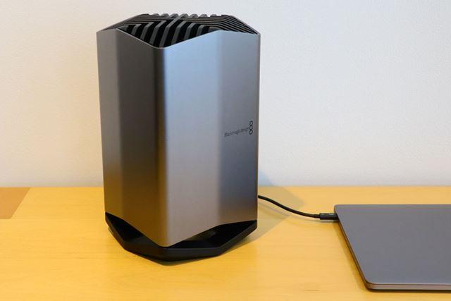 Thunderbolt 3で接続して利用する外付けGPU。実物はなかなかの大きさだ