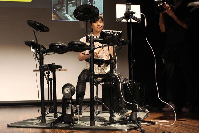 DTX402シリーズを演奏した川口さんは、その音を「実用性の高いサウンド」と評価