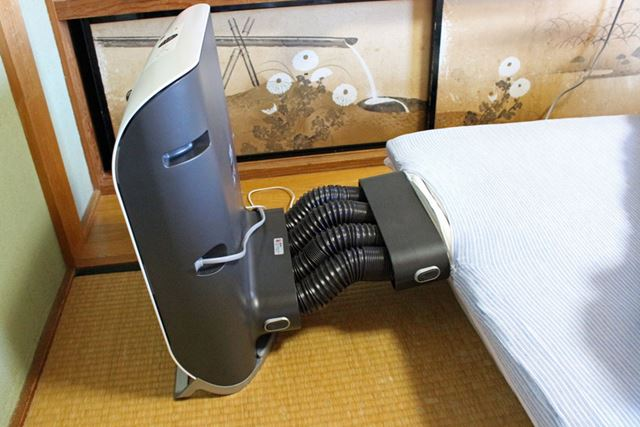 吹出口の位置が変わるだけで、接続方法はベッドに設置した時と同じです
