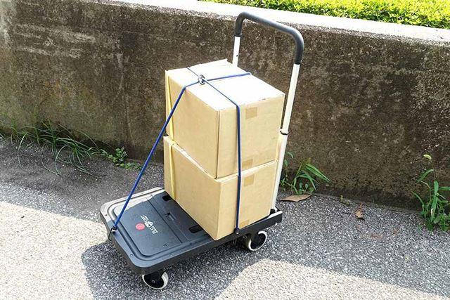 段ボール箱を2個積むと、重さは約50kg