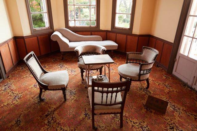 長崎・グラバー邸内の家具(下にあおって撮影)