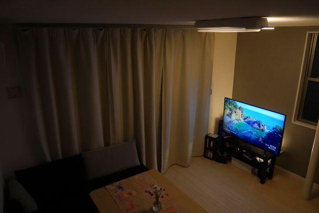 ラインライトをテレビの背面に設置すれば、映画館のような雰囲気に