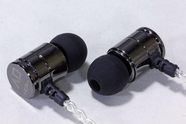 「D6」の筐体は亜鉛合金を採用。ドライバーユニットは、口径10mmのダイナミック型が使われている
