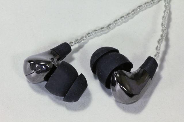 「D3」の筐体は鋳鉄を採用。ドライバーユニットは、6mm口径のダイナミック型のものが使われている