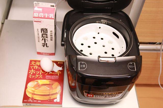 ホットケーキミックス、牛乳、卵を混ぜてアルミカップに入れて蒸すだけです