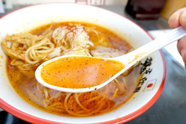 真っ赤なスープながら、見た目ほど辛くありません