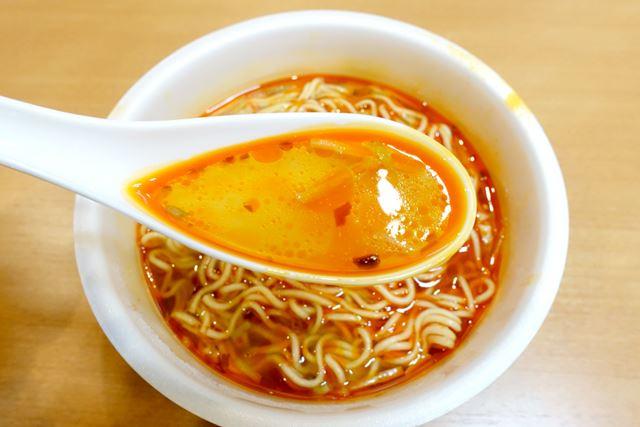 スープの見た目はほぼ同じ! 飲んでビックリ。その味まで、うりふたつ