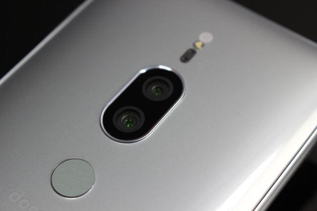 メインカメラがデュアルカメラ化された。これによりISO51200という驚きの超高感度撮影を実現している