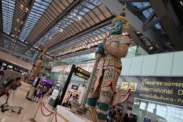 タイの首都、バンコクの「スワンナプーム空港」内をEOS Kiss Mで撮影