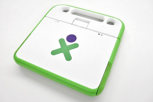 マサチューセッツ工科大学のニコラス・ネグロポンテを中心とするNPO「OLPC」が開発した「OLPC XO-1」