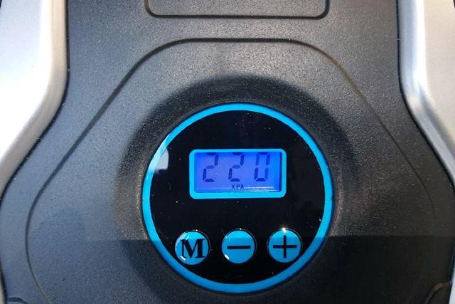 愛車Aで計測すると、2.2kgf/cm2となり、ほぼメーカー規定値です