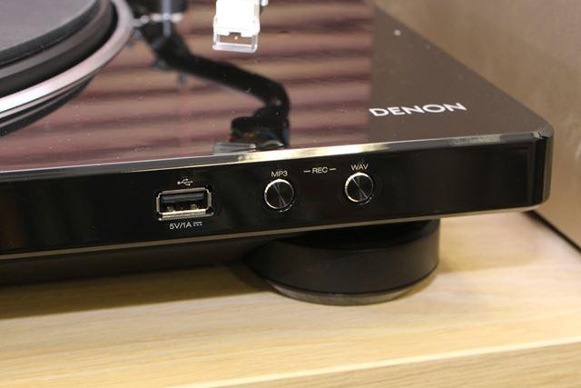 USBメモリーを接続し、各フォーマットのボタンを押すだけでレコード音源の取り込みが可能