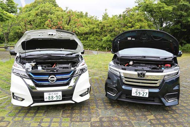 セレナe-POWER(左)とステップワゴン スパーダハイブリッド(右)のエンジンルーム