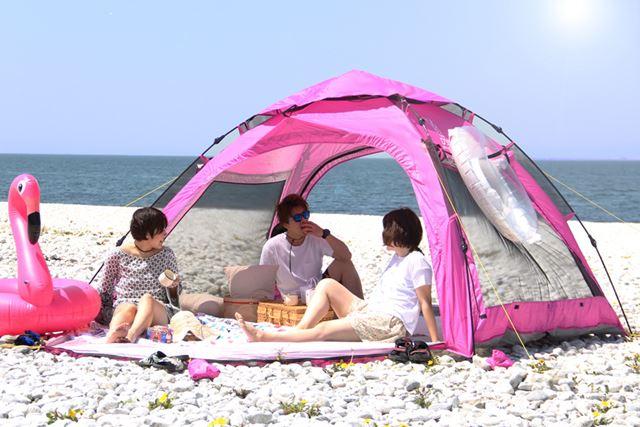 前後ともにフルオープンできる「ワイドビーチテント」