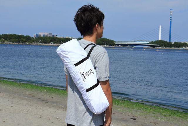 本体に合わせたデザインの収納バッグが付属。コンパクトに収納して気軽に持ち運べます
